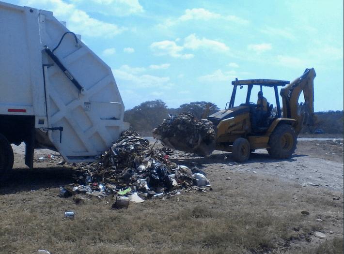 La experiencia campesina de la Comuna El Maizal afectada por el vertido de basura y los incendios en sus predios