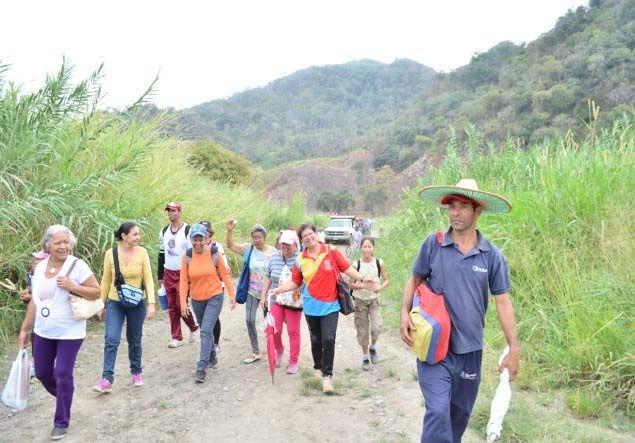 """San Nicolás de Bari y el pueblo de Simón Planas caminaron en defensa del parque municipal """"Cerro la vieja"""""""
