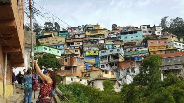 Cuentos Descoloniales | ¿Y usted dónde vive? En el Conde… en el condenado cerro del Calvario