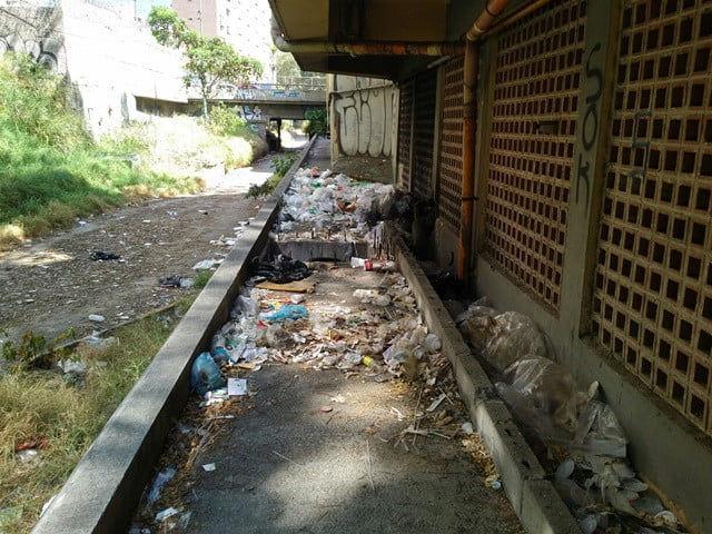 Basura e inseguridad amenazan a vecinos del Paseo Anauco en Caracas