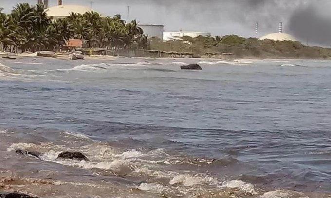 Playa El Palito contaminada por nuevo derrame petrolero