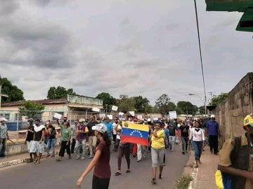En Bolívar comunidades protestan en contra de instalación de balsas mineras en Río Caura y por falta de combustible