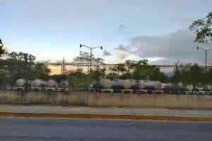 Crisis del agua en Caracas se extiende al Parque del Este. Autoridades llenan cisternas con reserva acuífera del parque